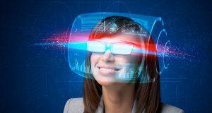 """En Google I/O 2017 fue anunciado que Qualcomm colaboró con Google para desarrollar un diseño de referencia de los lentes de Realidad Virtual Daydream Standalone, basado en la plataforma Qualcomm Snapdragon 835 RV. """"Nuestras compañías comparten la misma visión: hacer posible que todos disfruten experiencias de Realidad Virtual (RV) en un teléfono inteligente o visores RV inalámbricos mientras son totalmente móviles"""", comentó Keith Kressin, vicepresidente senior de gestión de productos, Qualcomm Technologies, Inc. """"El diseño de referencia de visores independientes Daydream permitirá a los fabricantes construir una nueva categoría de dispositivos RV"""", dijo Clay Bavor, vicepresidente de realidad virtual de Google, quien agregó que los lentes tienen lo necesario para la RV, construido dentro del lente mismo, además de ser fáciles de usar. Incluirán el WorldSense para el seguimiento de localización fuera de la caja sin necesidad de algún equipo externo y se espera comenzar su comercialización a fines del presente año, detalló Bavor. El diseño también incluye especificaciones personalizadas para el seguimiento de cámaras y otros sensores que mejoran el uso de la tecnología de seguimiento basada en Tango."""
