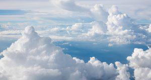 irma presentó los resultados de su estudio más reciente sobre adopción de cloud en América Latina, donde asegura que el mercado de cloud sigue creciendo a tasas de doble dígito en la región. Señaló también que la adopción de soluciones de cloud pública se está acelerando debido a su flexibilidad, principalmente en Software como Servicio, mientras que la menor adopción de cloud privada se debe al tipo de industria que la consume: primordialmente, la banca.