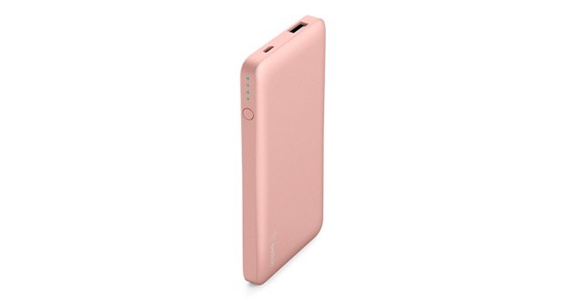 Belkin presentó su batería externa Pocket Power 5K para cargar dispositivos como smartphones, smartwatches, brazaletes deportivos, auriculares, altavoces, drones pequeños u otros dispositivos habilitados con Bluetooth. De acuerdo con la marca, la batería de 5000 mAh tiene la potencia suficiente para recargar cualquier smartphone de última generación hasta 1.5 veces, proporcionando aproximadamente 19 horas adicionales de tiempo de llamadas telefónicas u 11 horas más de navegación web. Cuenta con puerto USB-A universal que suministra hasta 2.4 amperios para cargar de forma rápida y segura los dispositivos, además de una entrada de corriente de 2 amperios que hace que la batería se llene a gran velocidad.