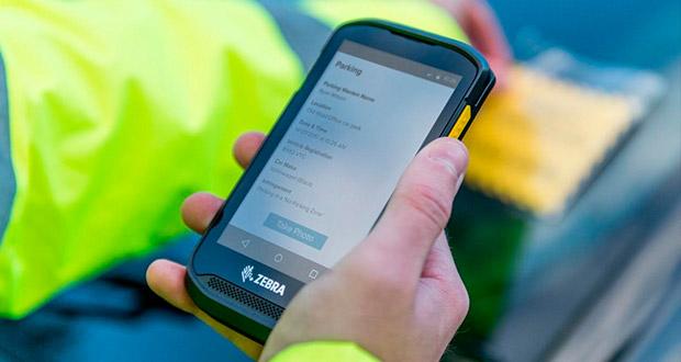 De acuerdo con el fabricante, su nuevo smartphone TC25 es resistente y diseñado especialmente para la PyME, al permitir a los trabajadores escanear códigos de barras por partes, gestionar rutas y realizar facturas en tiempo real.