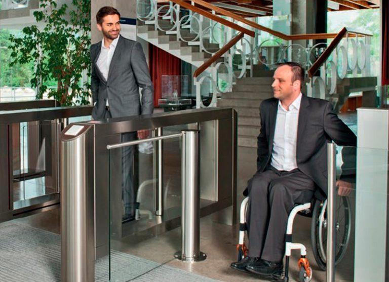 dormakaba trae soluciones de control de acceso para personas con discapacidad
