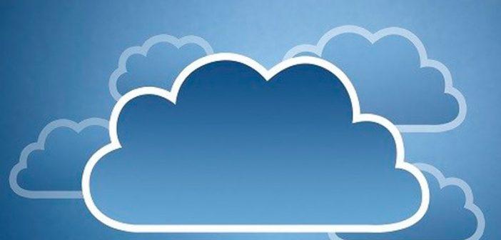 """Los hallazgos del reporte Nutanix Enterprise Cloud Index 2018 global (Índice global anual de la nube empresarial), que mide los planes de las empresas en adopción de nubes privadas, híbridas y públicas, fueron presentado por la compañía. El reporte descubrió que las empresas planean incrementar el uso de la nube híbrida, donde el 91% afirman que la nube híbrida es el modelo de TI ideal, pero sólo 18% señalan tener ese modelo ya implementado. Asimismo, reveló que la movilidad de las aplicaciones en cualquier nube es una prioridad máxima para el 97% de los encuestados (donde el 88% señalan que """"solucionaría muchos de sus problemas""""). Además, el reporte descubrió que la nube pública no es la panacea; los tomadores de decisiones de TI consideran que el empate de las aplicaciones con el entorno de nube correcto es un recurso fundamental, y 35% de las organizaciones que usan nubes públicas excedieron su presupuesto anual. Cuando se les pidió calificar los beneficios principales de la nube híbrida, la interoperabilidad entre tipos de nube (23%) y la posibilidad de trasladar aplicaciones entre nubes (16%) superaron al costo (6%) y la seguridad (5%) como los beneficios principales. Los encuestados señalaron la necesidad de una mejor orquestación y movilidad de las aplicaciones en los entornos de la nube, en su empeño por buscar flexibilidad para trasladar aplicaciones a la nube """"correcta"""" sobre una base más dinámica. Además, las prácticas de TI sombra que rodean a los equipos de TI empresariales imponen un reto importante para la proyección y el control del gasto en la nube pública, donde más de la mitad de los encuestados (57%) reportan uno o más incidentes de TI sombra. Otros descubrimientos --La nube híbrida podría hacer mejor frente a las necesidades de negocios comparada con la nube pública, incluyendo el precio: 87% de los encuestados dijeron que la nube híbrida tiene un impacto positivo en sus empresas, y más usuarios de la nube híbrida reportaron que se satisfacían t"""
