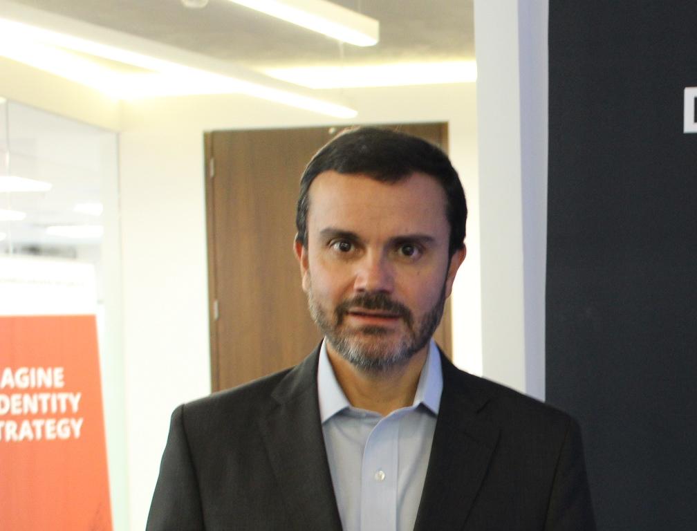 Francisco Aguilar, Dell
